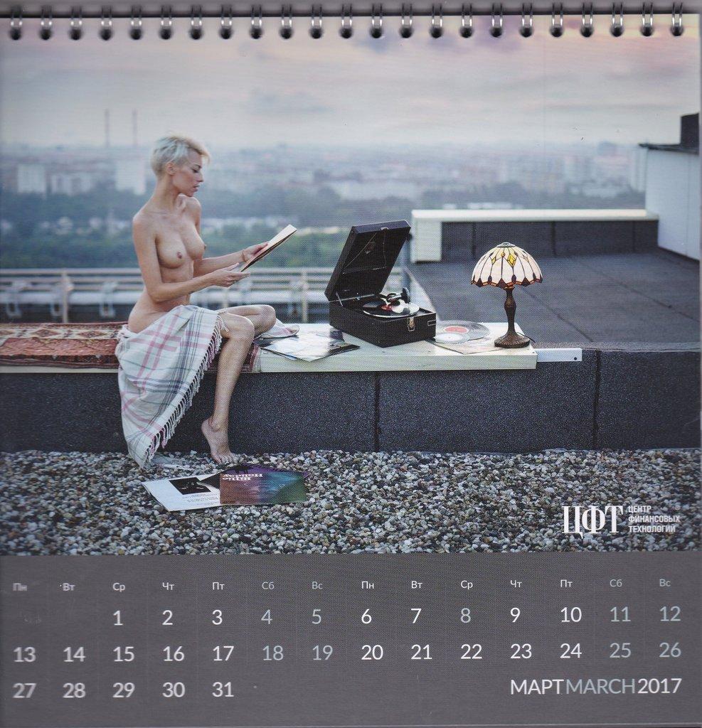 kalendar-2017-s-golimi-devushkami