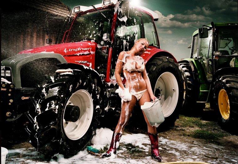 Фото приколы вокруг тракторов. Из журнала Jungbauern kalender - календарь молодых крестьян Австрии